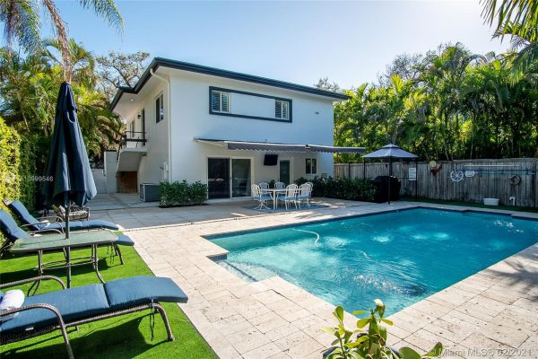 Home For Sale Under $1,000,000 in Coconut Grove